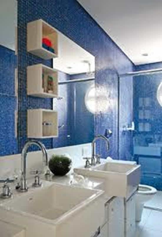 Banheiros Em Azul E Branco : Banheiro azul e branco piso pastilhas construdeia