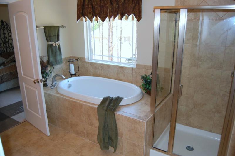 Banheiro com Banheira de Canto  Projeto e Modelos  Construdeia -> Decoracao De Banheiro Com Banheira De Canto