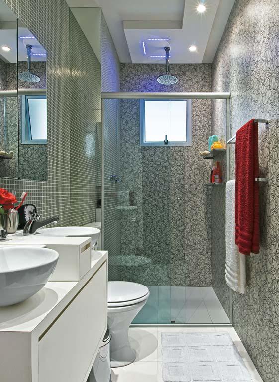 Banheiro com Parede de Vidro  Revestimento e Piso  Construdeia # Banheiro Pequeno Com Tijolo De Vidro