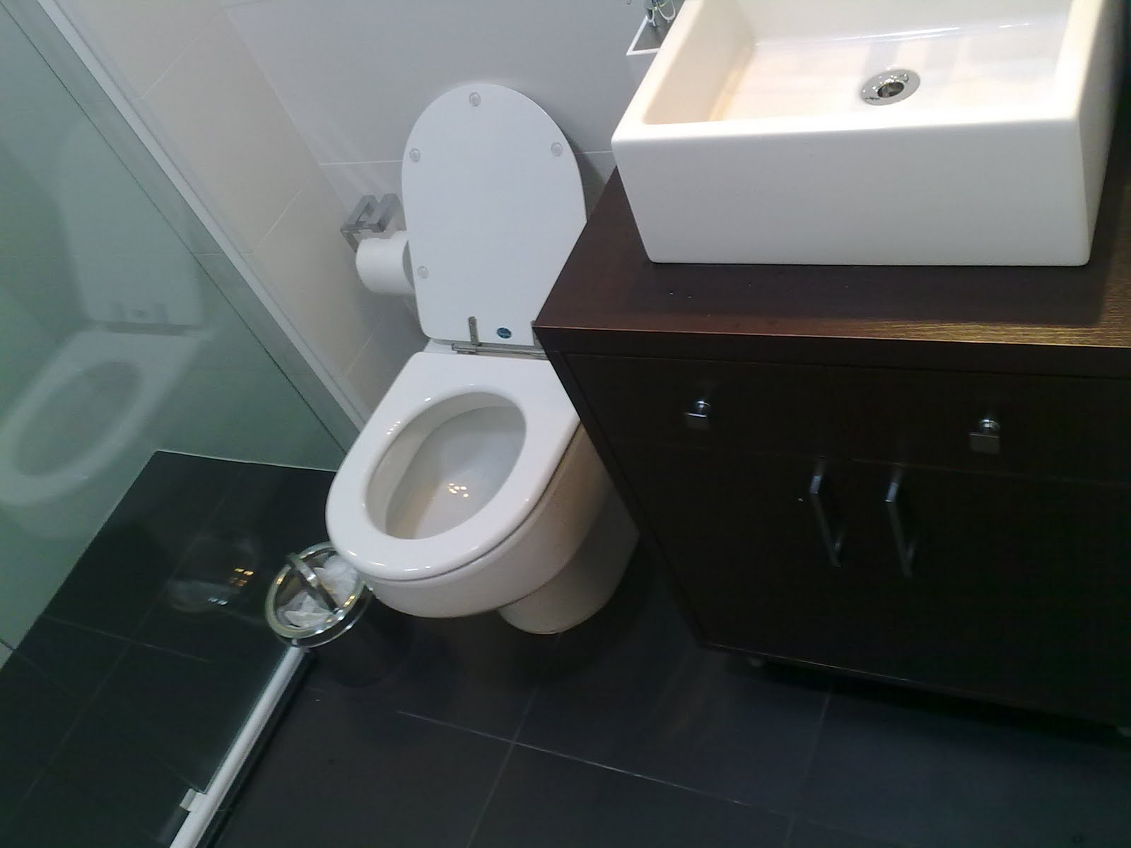 16 Pisos Para Banheiro Preto Bege Cozinha #705F45 1600x1200 Banheiro Bege Com Vaso Preto