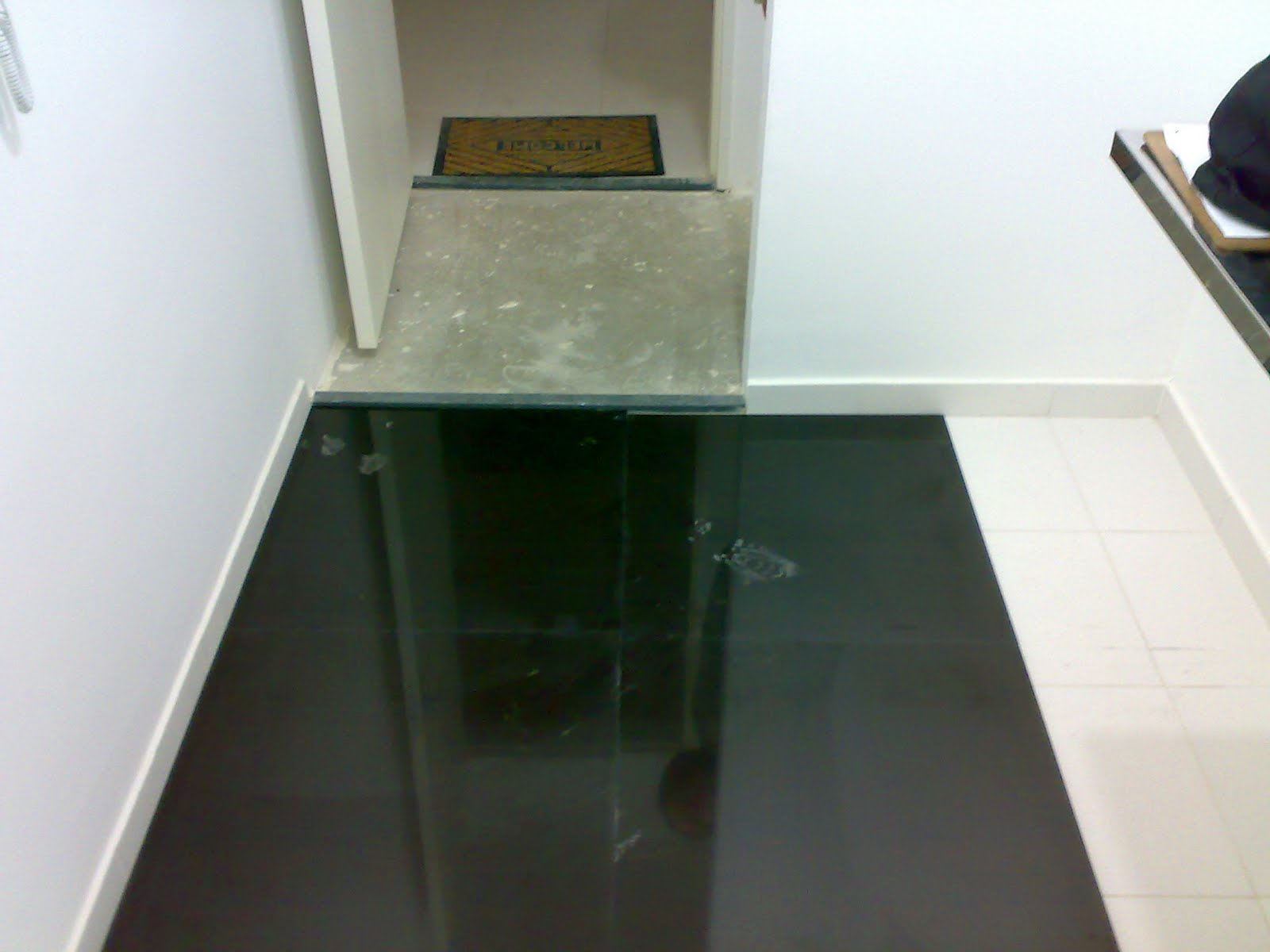 Banheiro com Piso Preto Revestimento e Cerâmica Construdeia #594929 1600x1200 Banheiro Com Piso De Porcelanato Preto