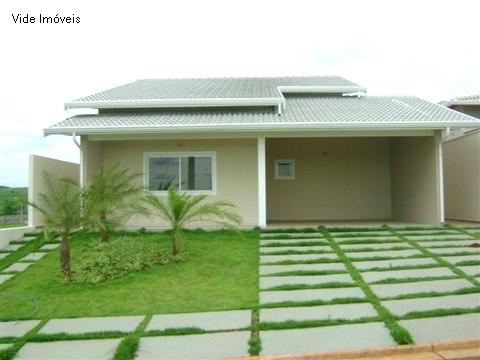 Casas com fachada simples modelos e decoradas for Fotos de casas modernas simples