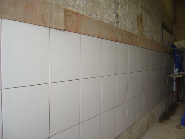Parede com cer mica for Azulejo para pared de sala