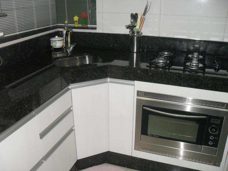 Pia para Cozinha de Canto  Madeira e Granito  Construdeia -> Armario Para Pia De Banheiro De Canto