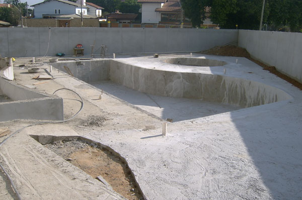 Piscina de concreto construir e projeto construdeia for Construir piscina concreto