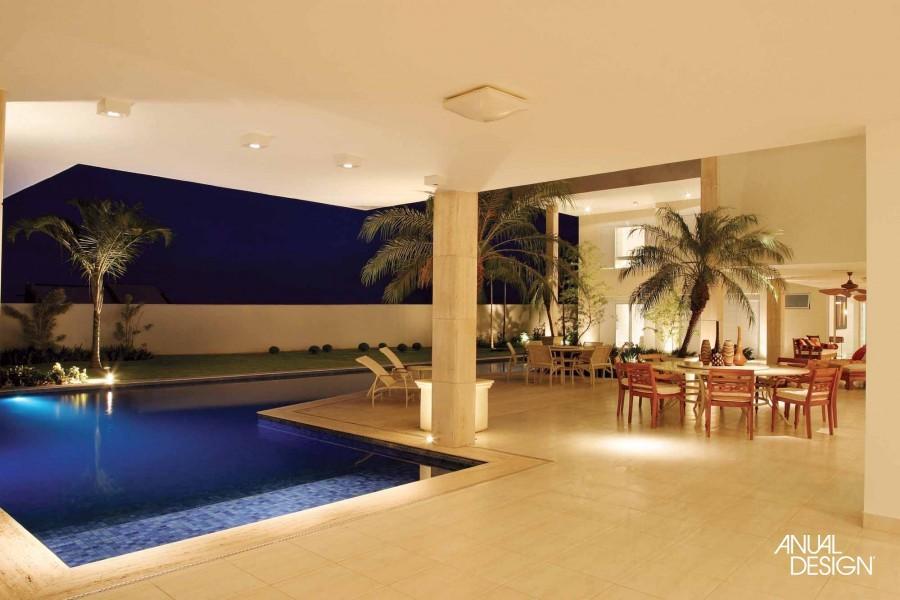 Piscinas residenciais modernas oval e quadrada construdeia for Modelos de piscinas modernas