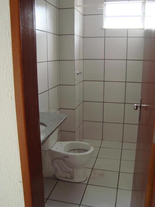 Banheiros Revestidos Simples : Pisos para banheiro simples construdeia