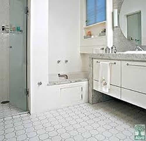 Pisos para Banheiro Simples  Cerâmica e Modelos  Construdeia # Banheiros Simples Com Ceramica