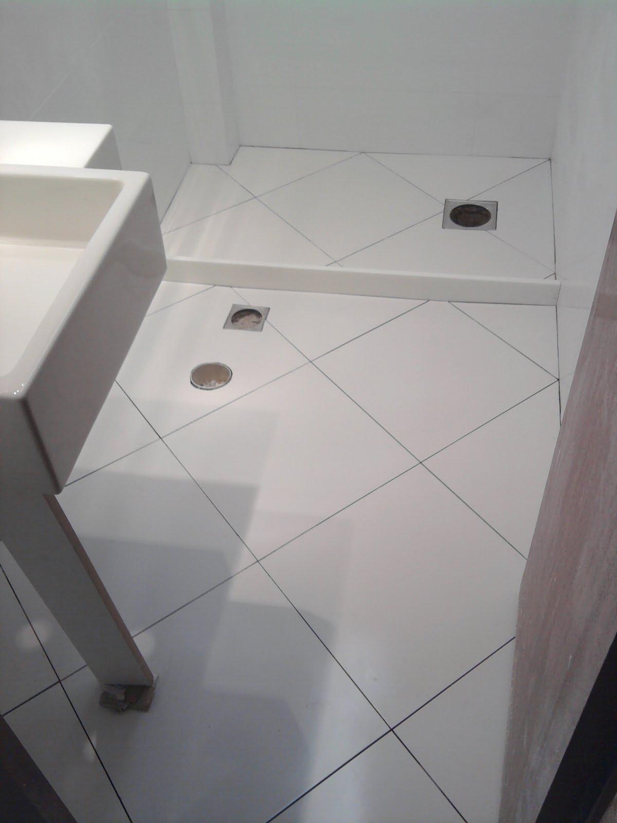 Pisos para Banheiro Simples Cerâmica e Modelos Construdeia #6C675F 1200x1600 Azulejo Banheiro Simples