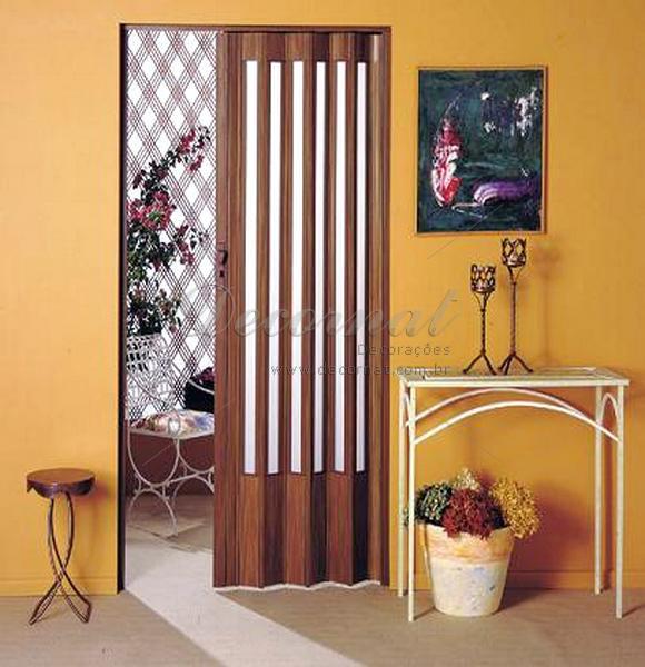 Porta Sanfonada para Banheiro  PVC e Madeira  Construdeia -> Banheiro Pequeno Com Porta Sanfonada