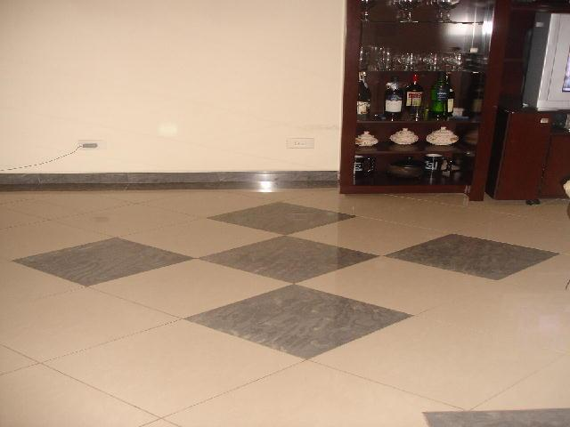 Sala com porcelanato pisos e revestimento construdeia for Fotos de salones de pisos