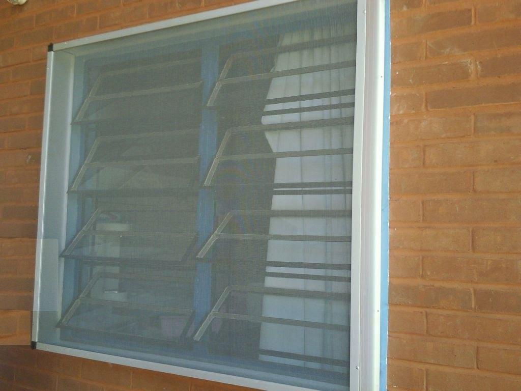 #6D4C2F Tela para Janela Porta e Mosquiteiro Construdeia 1472 Tela Mosquiteiro Para Janela De Aluminio