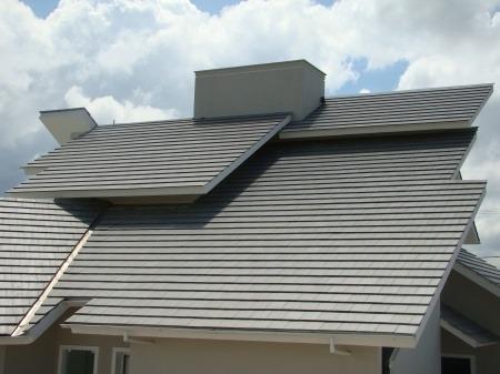Telhado com telha de concreto