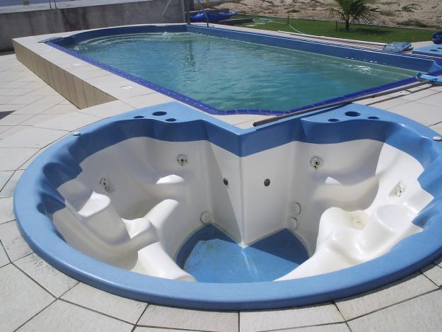 Piscina de fibra pre o e modelo - Medidas de piscinas de casas ...
