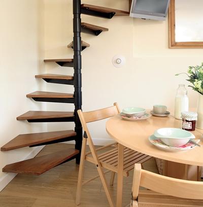 Escadas para ambientes pequenos caracol e madeira for Ideas para ambientes pequenos