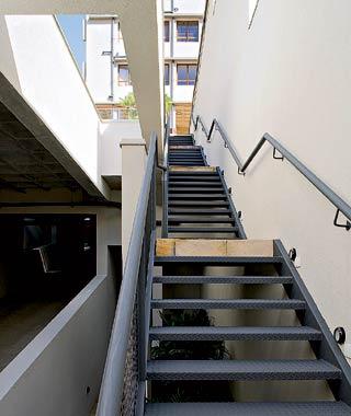 Escada Metálica Simples Alvenaria E Madeira Construdeiacom