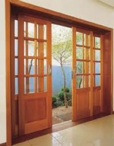 Porta de Correr de Madeira com Vidro