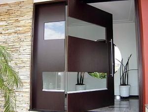 Portas Pivotantes de Madeira com Vidro